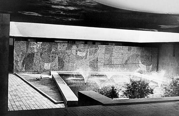 Летний зал кинотеатра Москва - мозаика и фонтан
